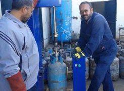 بدء صيانة اسطوانات الغاز وتجهيزها بصمامات جديدة بمستودع طرابلس